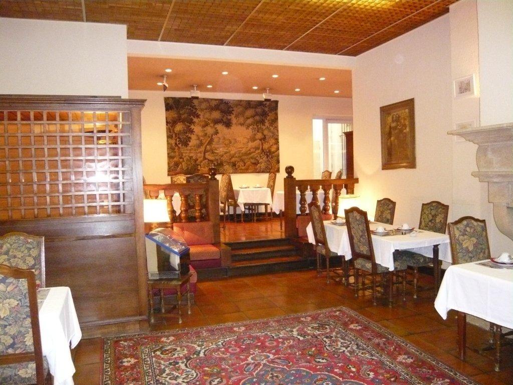 Hotel des augustins aix en provence for Decoration rocaille aixen provence