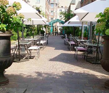 Home plaza all suites - Jardins du marais restaurant ...